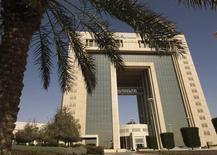 Le siège de Saudi Basic Industries (Sabic), à Ryad. Le conglomérat a l'intention de supprimer 1.050 emplois et de cesser certaines activités en Europe en raison de perspectives plus faibles qu'aux Etats-Unis et en Asie. /Photo d'archives/REUTERS/Fahad Shadeed