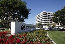 Вид на штаб-квартиру компании PIMCO в Ньюпорт-Бич, Калифорния 26 января 2012 года. Российский фондовый рынок сейчас имеет мало шансов привлечь инвесторов, поскольку представлен преимущественно неэффективными госкомпаниями, и пока они не привыкнут хотя бы к дивидендной дисциплине, о возможности успешной приватизации можно только мечтать, считает управляющая портфелями акций развивающихся рынков PIMCO Мария Гордон. REUTERS/Lori Shepler