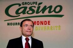 Jean-Charles Naouri, PDG du groupe Casino. Le distributeur a vu ses ventes bondir de 33,7% au premier trimestre 2013, la dynamique du groupe à l'international ayant permis de compenser ses contre-performances en France. /Photo prise le 21 février 2013/REUTERS/Philippe Wojazer