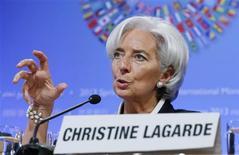 La directrice générale du Fonds monétaire international Christine Lagarde a estimé jeudi que l'Espagne avait besoin de plus de temps pour assainir ses finances publiques, alors que l'Union européenne (UE) envisage d'accorder un nouveau délai à Madrid pour réduire son déficit budgétaire. /Photo prise le 18 avril 2013/REUTERS/Jim Bourg