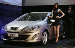 La Peugeot 408 lors de son lancement à Pékin. La Chine est devenue le premier marché automobile de PSA devant la France, les ventes de voitures particulières dans l'Empire du Milieu ayant progressé de 31% au premier trimestre à 142.000 unités quand elles chutaient de 19% dans l'Hexagone à 124.370 véhicules, rapportent vendredi Les Echos. /Photo d'archives/REUTERS/Jason Lee