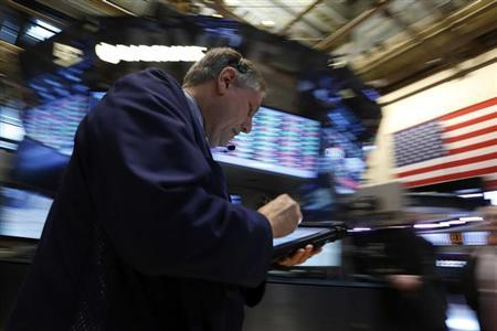 4月18日、米国株式市場で約2年8カ月ぶりに「ヒンデンブルグ・オーメン」が点灯した。テクニカル的な株価暴落の前兆とされることから、先行きに不安が強まっている。写真はニューヨーク証券取引所で8日撮影(2013年 ロイター)