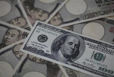 4月18日、来週の外為市場では、ドル/円が4年ぶりに100円を回復する可能性があるとみられている。写真は東京都内で2月撮影(2013年 ロイター/Shohei Miyano)