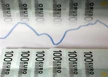 Les adjudications réussies de dette espagnole sur les marchés ces dernières semaines ont convaincu les économistes que Madrid n'est plus sur le point de demander une aide internationale, selon une enquête Reuters publiée vendredi. /Photo d'archives/REUTERS/Dado Ruvic