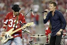 """Brad Arnold (R) and Todd Harrell of the rock band """"3 Doors Down"""" perform at halftime during NFL Wild-Card Round playoff football game with the Arizona Cardinals and the Atlanta Falcons in Glendale, Arizona January 3, 2009. REUTERS/Rick Scuteri"""