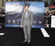 """Cast member Tom Cruise poses at the premiere of his new film """"Oblivion"""" in Hollywood, California April 10, 2013. REUTERS/Fred Prouser"""