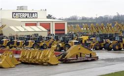 Caterpillar annonce lundi des résultats trimestriels et des prévisions annuelles inférieurs aux attentes, le numéro un mondial des engins de terrassement et de travaux publics disant attendre toujours une croissance atone cette année. /Photo prise le 28 février 2013/REUTERS/Eric Vidal
