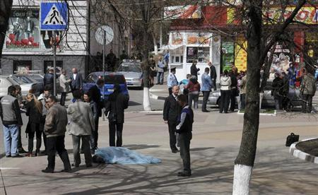 ATTENTION EDITORS - VISUAL COVERAGE OF SCENES OF INJURY OR DEATH Investigators inspect the body of a victim killed by a gunman in Belgorod, April 22, 2013. REUTERS/Andrei Kaksuslov