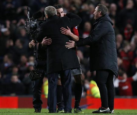 Manchester United's Robin Van Persie hugs manager Alex Ferguson (L) after their English Premier League soccer match against Aston Villa at Old Trafford in Manchester, northern England, April 22, 2013. REUTERS/Phil Noble