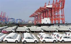 Chinese cars for exporting are parked at a port of Liangyungang, Jiangsu province, March 31, 2013. China's official manufacturing purchasing managers' index (PMI) released by the National Bureau of Statistics rose to an 11-month high of 50.9 in March, above the 50-point level that indicates growth on the month. Picture taken March 31, 2013. REUTERS/China Daily