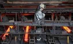 Le secteur privé allemand s'est, contre toute attente, contracté pour la première fois en cinq mois en avril, ce qui pourrait vouloir dire que la première économie de la zone euro enregistrera une baisse de son PIB au deuxième trimestre après une hausse attendue au premier. /Photo prise le 25 mars 2013/REUTERS/Fabian Bimmer