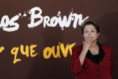"""Presidente Dilma Rousseff é vista durante exibição """"O Olhar Que Ouve"""", de Carlinho Brown, em Brasília. Dilma disse nesta terça-feira que talvez seja a """"única pessoa"""" que não tem interesse na antecipação da disputa eleitoral neste momento. 23/04/2013 REUTERS/Ueslei Marcelino"""