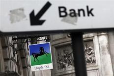 La vente de 630 agences de Lloyds Banking Group au Co-Operative Group a échoué mercredi, contraignant la banque à envisager leur mise en Bourse. /Photo d'archives/REUTERS/Stefan Wermuth