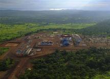 Принадлежащий компании ENRC медный прииск Boss Mining copper в провинции Катанга на юге Конго виден с вертолета 29 января 2013 года. Бывший аудитор Герхард Амманн займет место временно исполняющего обязанности главы казахского горнопромышленного гиганта ENRC вместо уходящего Мехмета Далмана, сообщила компания в среду. REUTERS/Jonny Hogg