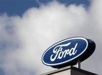Ford a dégagé un bénéfice supérieur aux attentes au premier trimestre, ses nouveaux modèles ayant porté les profits de ses activités nord-américaines à leur meilleur niveau depuis au moins 2000. /Photo prise le 19 mars 2013/REUTERS/Heinz-Peter Bader