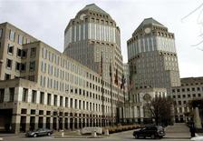 Le siège de Procter & Gamble. Le leader mondial des produits ménagers et d'hygiène projette pour le trimestre en cours un bénéfice à 2,57 milliards de dollars, en deçà du consensus de Wall Street. /Photo d'archives/REUTERS/John Sommers II
