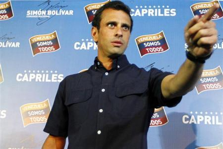 Venezuela's opposition leader Henrique Capriles gestures as he arrives at a news conference in Caracas April 18, 2013. REUTERS/Carlos Garcia Rawlins