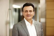 Le directeur général d'AstraZeneca, Pascal Soriot. Le deuxième groupe pharmaceutique britannique a vu son chiffre d'affaires reculer de 13% au premier trimestre, soit plus que prévu, affecté par des médicaments tombés dans le domaine public. /Photo prise le 12 mars 2013/REUTERS/Marcus Lyon/AstraZeneca