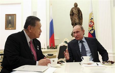 Russian President Vladimir Putin (R) meets with Yoshiro Mori, former Japanese prime minister and Special Envoy of current Prime Minister Shinzo Abe, at the Kremlin in Moscow, February 21, 2013. REUTERS/Sergei Chirikov/Pool