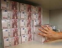 Après une vive résistance aux pressions de ses partenaires européens, l'Autriche ne semble plus totalement fermée à la levée sous certaines conditions du secret bancaire pour les comptes détenus dans ses établissements par des étrangers. /Photo d'archives/REUTERS/Heinz-Peter Bader