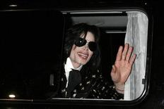 """U.S. pop star Michael Jackson waves to fans as he leaves after the """"Premium VIP Party with Michael Jackson"""" in Tokyo in this March 8, 2007 file photo. REUTERS/Kiyoshi Ota/Files"""