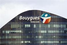 Bouygues Telecom ouvrira son réseau mobile à très haut débit (4G) le 6 mai à Lyon, Strasbourg, Issy-les-Moulineaux, Vanves, Malakoff et Toulouse, puis en juin à Lille, Douai, Lens et sur la côte basque. /Photo d'archives/REUTERS/Charles Platiau