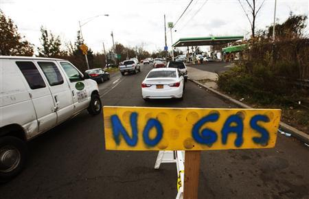 Cars wait in line for fuel at a gas station in Staten Island even though it is currently out due to shortages following Hurricane Sandy, in New York in this November 2, 2012 file photo. REUTERS/Lucas Jackson/Files