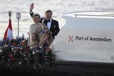 Dutch King Willem-Alexander waves to the crowd next to his wife Queen Maxima and their daughters Crown Princess Catharina-Amalia and Princess Alexia during a boat parade in Amsterdam April 30, 2013. REUTERS/Laurent Dubrule