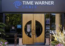 Time Warner affiche un bénéfice en hausse au premier trimestre, la croissance de ses réseaux câblés ayant surpassé la mauvaise performance des films, de la télévision et de l'édition. /PHoto d'archives/REUTERS/Mike Blake