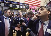 La Bourse de New York a fini en baisse de 0,94% mercredi, l'indice Dow Jones des 30 industrielles cédant 138,85 points à 140.700,95. Le S&P-500, plus large, a perdu 14,87 points, soit 0,93%, à 1.582,70. /Photo prise le 1er mai 2013/REUTERS/Brendan McDermid