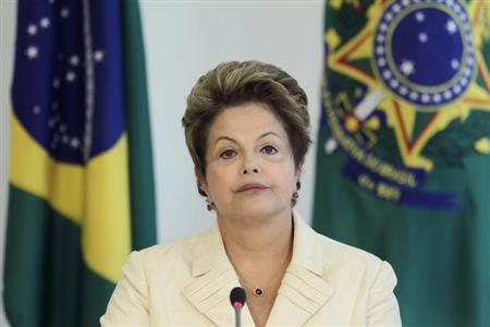 President Dilma Rousseff meets with representatives of Cry Of The Earth, a protest event organized by the National Confederation of Agricultural Workers (CONTAG), at the Planalto Palace in Brasilia April 24, 2013. REUTERS/Ueslei Marcelino