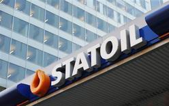 Statoil fait état de résultats du premier trimestre nettement inférieurs aux attentes, en raison d'une baisse des prix du gaz et de problèmes de production survenus sur plusieurs champs pétroliers. /Photo d'archives/REUTERS/Suzanne Plunkett