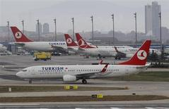 A Turkish Airlines plane prepares to take off at Ataturk International Airport in Istanbul November 30, 2012. REUTERS/Osman Orsal