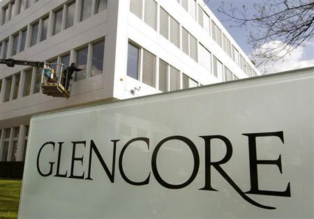 A worker uses a mobile lift to clean the windows of the headquarters of Swiss commodities trader Glencore in Baar near Zurich April 13, 2011. REUTERS/Arnd Wiegmann