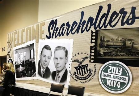 A billboard welcoming Berkshire Hathaway shareholders, displays a vintage picture of Chairman Warren Buffett (L) and Vice Chairman Charlie Munger, at the company's annual meeting in Omaha May 4, 2013. Buffett and the board of his conglomerate Berkshire Hathaway Inc are ''solidly in agreement'' on who should be the company's next chief executive, he said at Berkshire's annual shareholder meeting on Saturday. REUTERS/Rick Wilking