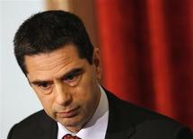 Le ministre des Finances portugais Vitor Gaspar. Le Trésor portugais a bouclé sans difficulté mardi un emprunt obligataire à dix ans de trois milliards d'euros, le premier de ce type depuis janvier 2011, un succès qui entretient l'espoir d'une sortie l'an prochain de Lisbonne du plan d'aide de l'Union européenne et du Fonds monétaire international (FMI). /Photo prise le 15 mars 2013/REUTERS/Hugo Correia