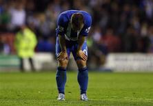 """Игрок """"Уигана"""" Шон Малоуни после поражения от """"Суонси"""" в Уигане, северная Англия 7 мая 2013 года. Надежды """"Уиагана"""" на сохранение прописки в английской Премьер-лиге тают - в среду """"латикс"""" дома проиграли """"Суонси"""" 2-3. REUTERS/Phil Noble"""