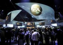 Electronic Arts prévoit pour son exercice 2014 un bénéfice supérieur aux attentes de Wall Street grâce aux réductions de coûts et à la montée en puissance des ventes en ligne, qui génèrent de meilleures marges. /Photo d'archives/REUTERS/Gus Ruelas