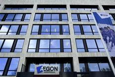 L'assureur néerlandais Aegon a enregistré une chute de 61% de son bénéfice net au premier trimestre, à 204 millions d'euros contre 525 millions un an auparavant, en raison de pertes réalisées sur des opérations de couverture. /Photo d'archives/REUTERS/Stringer