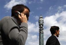La tour British Telecom Tower, dans le centre de Londres. BT a relevé ses prévisions de résultats au vu de solides performances sur son quatrième trimestre clos fin mars pour lequel l'opérateur télécoms britannique a réalisé un bénéfice opérationnel de 6,2 milliards de livres (7,3 milliards d'euros), en hausse de 2% et supérieur au consensus qui était de 6,1 milliards. /Photo d'archives/REUTERS/Stefan Wermuth