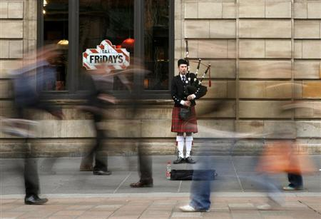 A bagpiper plays in central Glasgow May 14, 2007. REUTERS/Marcelo del Pozo