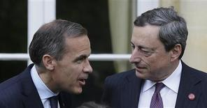 Bank of Canada Governor Mark Carney (L) speaks to the President of the European Central Bank Mario Draghi as they pose for a group photograph at the G7 Finance Ministers meeting in Aylesbury, southern England May 10, 2013. REUTERS/Alastair Grant/Pool