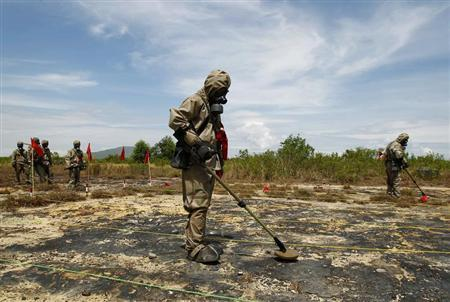 Soldiers detect Unexploded Ordnance (UXO) and defoliant Agent Orange during the launch of the ''environmental remediation of dioxin contamination'' project, in Vietnam's central Da Nang City June 17, 2011. REUTERS/Kham