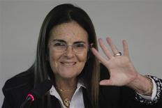 Presidente da Petrobras, Graça Foster, gesticula durante audiência na Comissão de Minas e Energia da Câmara dos Deputados, em Brasília. A mídia da Argentina informou nesta terça-feira que a Petrobras vendeu alguns de seus ativos no país, Graça Foster, disse a senadores no Brasil que uma decisão não foi tomada ainda. 25/04/2012. REUTERS/Ueslei Marcelino