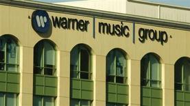 Bruxelles a autorisé mercredi Vivendi à céder Parlophone Label Group à l'américain Warner Music Group pour 487 millions de livres sterling (577 millions d'euros environ). /Photo d'archives/REUTERS/Fred Prouser