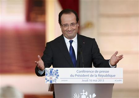 French President Francois Hollande arrives to deliver a speech at the Elysee Palace in Paris May 16, 2013. REUTERS/Benoit Tessier