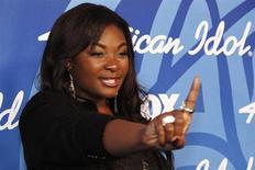 """Vencedora do """"American Idol"""" Candice Glover em salão de fotos após final da 12ª temporada do programa, em Los Angeles, Califórnia, 16 de maio de 2013. Glover, uma cantora de soul de uma área rural da Carolina do Sul, foi nomeada a nova """"American Idol"""" na quinta-feira, tornando-se a primeira mulher a ganhar o concurso de canto na TV norte-americana desde 2007. 16/05/2013 REUTERS/Jonathan Alcorn"""