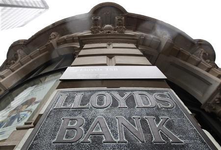 Rain falls outside a branch of Lloyds TSB in London August 4, 2011. REUTERS/Suzanne Plunkett