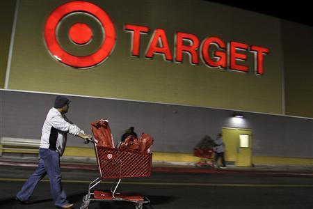 A man pushes a shopping cart at Target on the Thanksgiving Day holiday in Burbank, California, November 22, 2012. REUTERS/Jonathan Alcorn