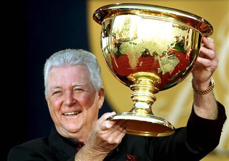 Ken Venturi holds the President's Cup following his team's victory at the Robert Trent Jones Golf Club in Lake Manassas, October 22, 2000. REUTERS/Shaun Best